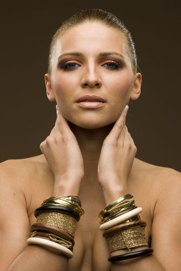 Katarina Rautek – Matko Stanković: www.matkostankovic.com/beauty/katarina-rautek